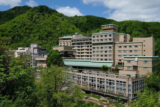 新緑の季節の定山渓温泉